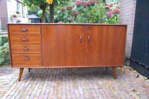 Vintage dressoir. meubels, hutkoffers